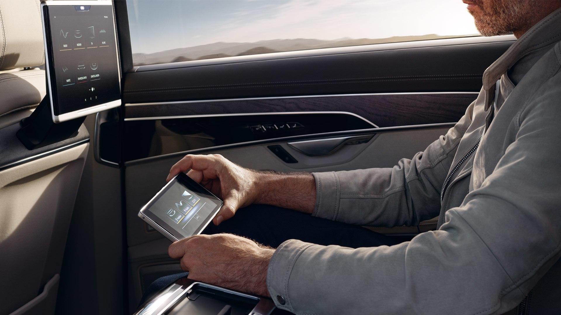 Audi A8 achter passagier
